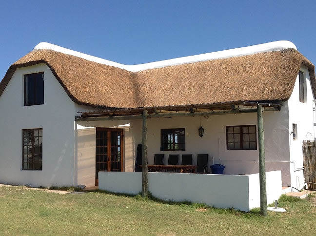 yard-cottage-rethatched-feb2014