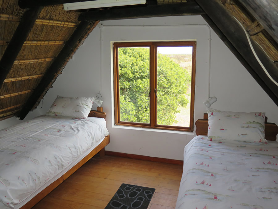 koensrust-yard-cottage-loft-beds